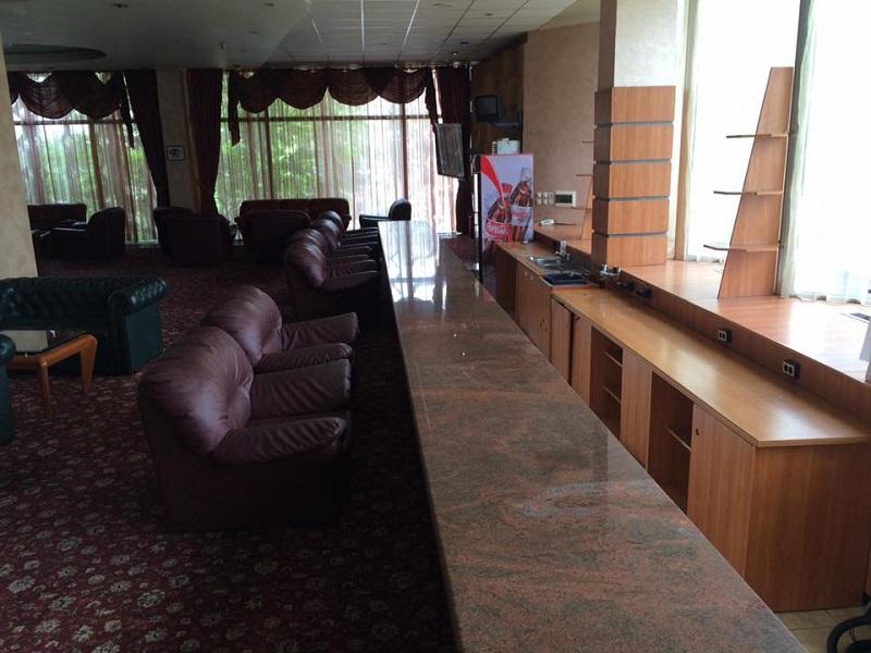 Мицов прати Генчев на 17-ия етаж на хотел България