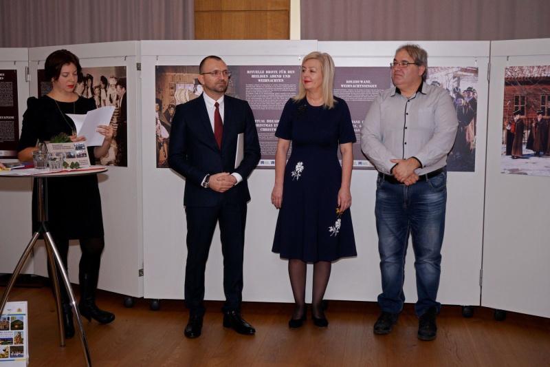 Бургаска изложба представя българската коледна традиция в Австрия