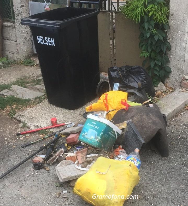 Глобяват работници на Титан, изсипали боклук пред къщи в Рудник