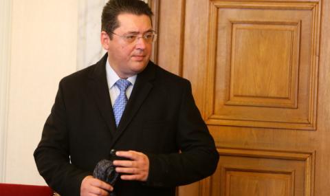 Президентският съветник Пламен Узунов е арестуван, конвоират го до София