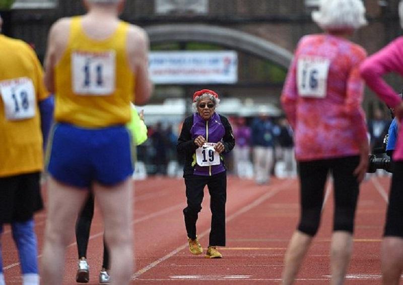 100-годишна американка пробяга 90 метра за минута
