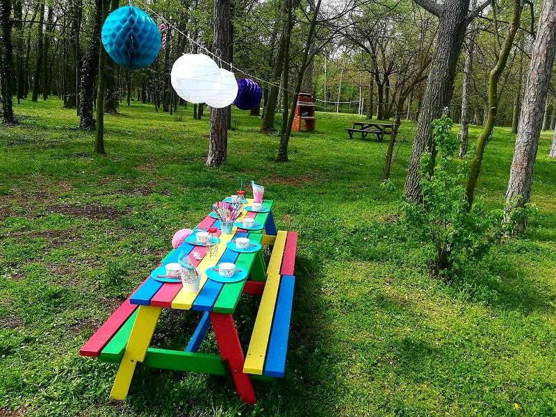 Нови цветни пейки за празнуване в Бургас