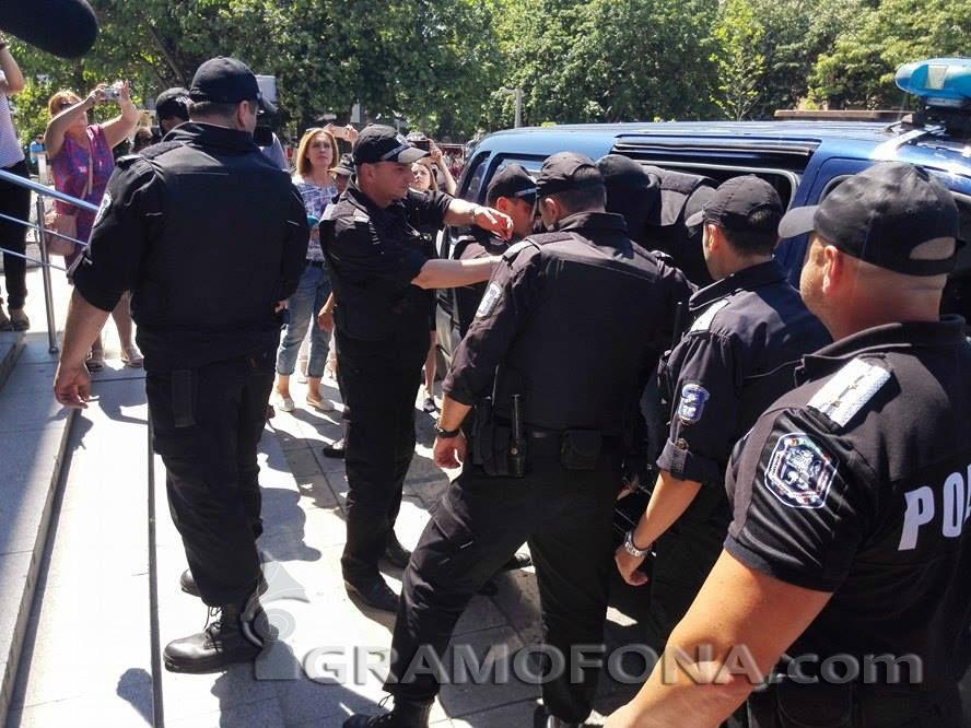 Преместиха Тодор Славов в друга килия
