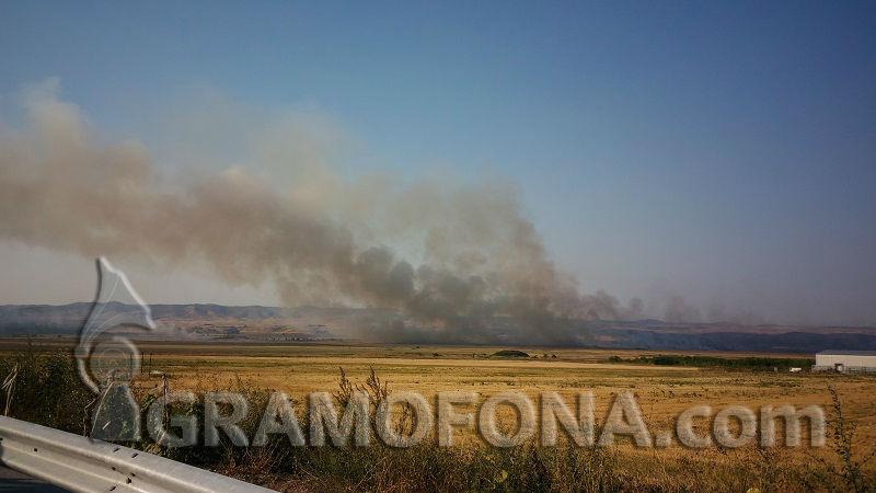 2 пожара в Бургаско, единият близо до къщите на хората
