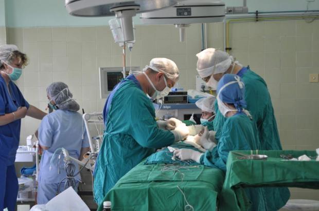 Историческа операция: Извадиха 55-килограмов тумор на яйчника от пациентка
