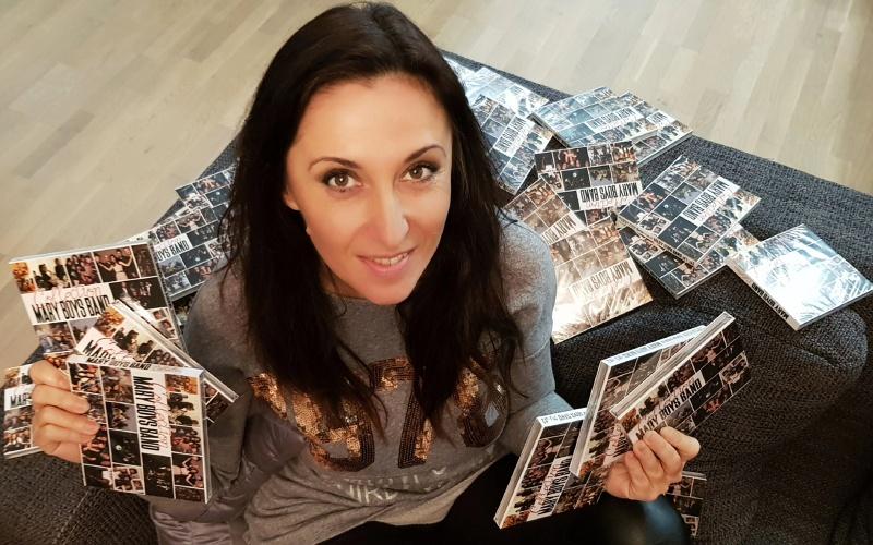 Мария Мутафчиева издирва снимка от ученическите си години в Бургас