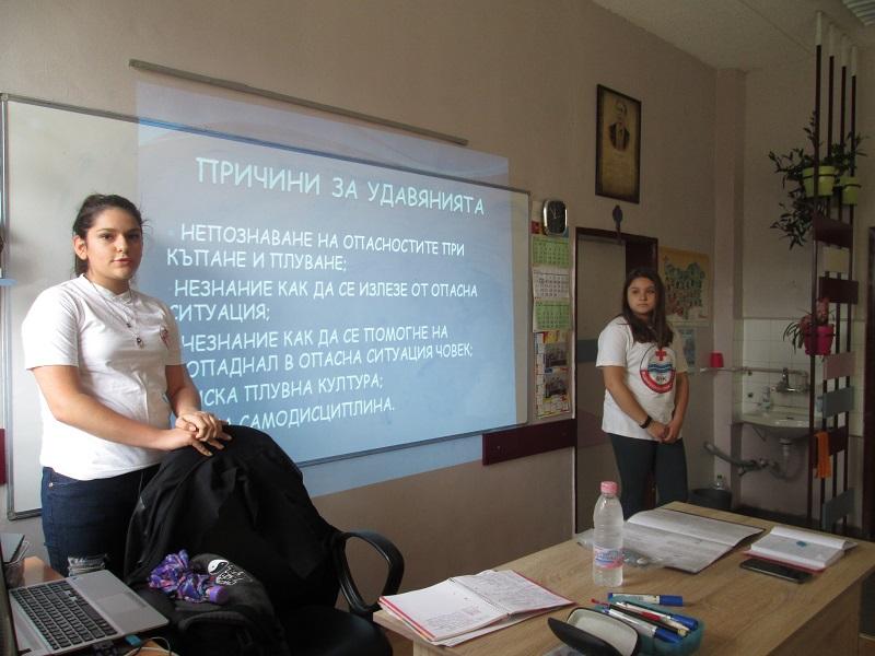 От БЧК-Бургас с лекции по водно спасяване