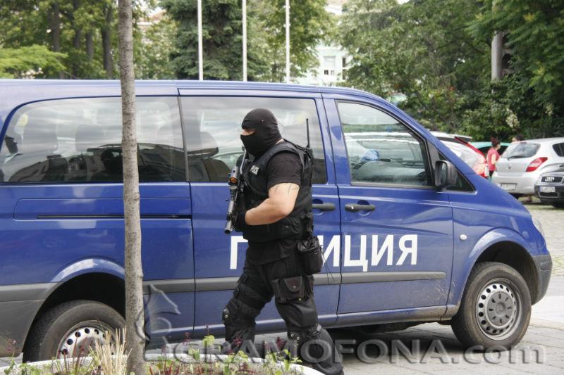 Полиция заварди всички изходи на Бургас