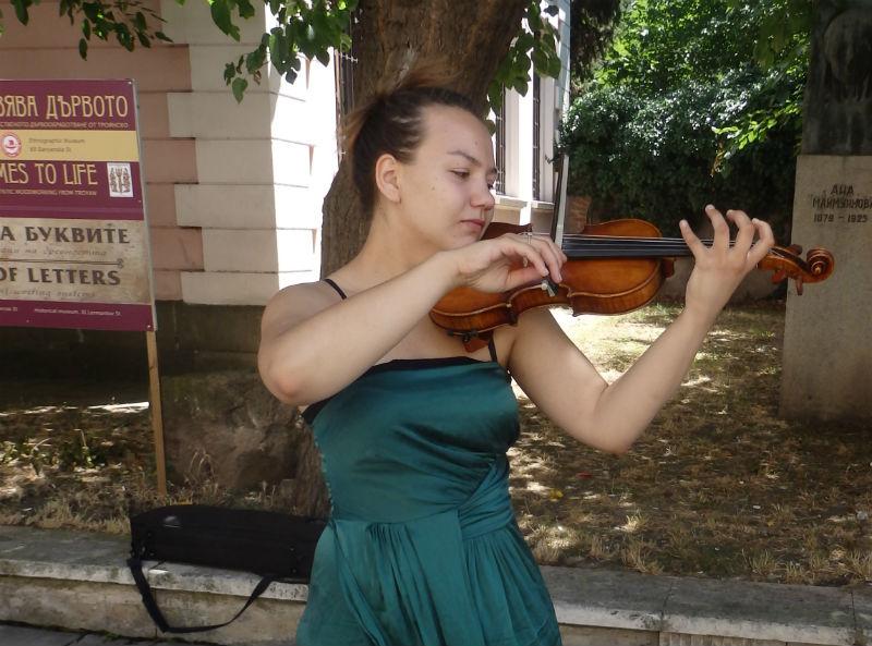 Да живееш от цигулка