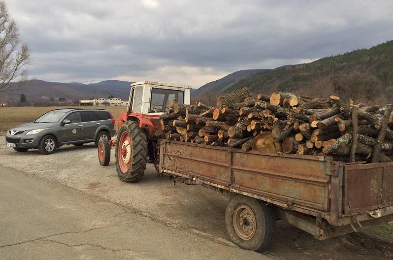 Хванаха камион с незаконна дървесина