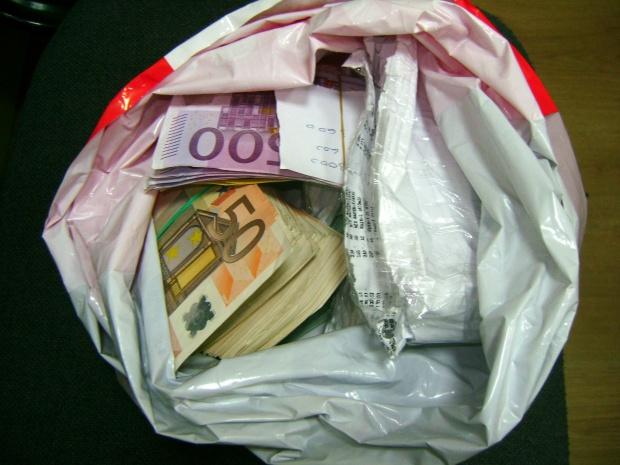 Задържаха контрабандна валута на Лесово