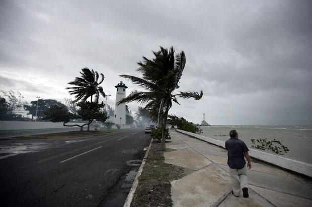 Мощен ураган удари Хаити