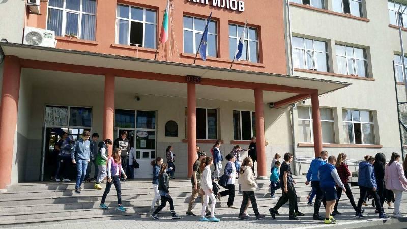 Като по учебник: За 3 минути евакуираха бургаско училище