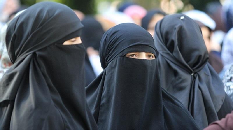 Глобиха 8 жени заради носене на бурки