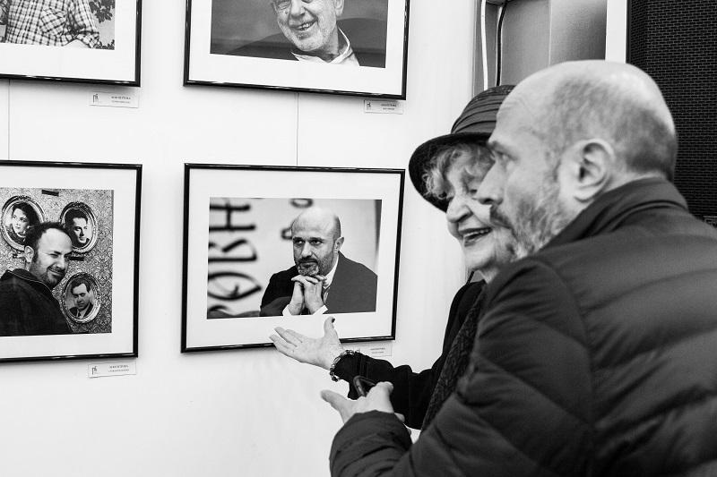 Ценна изложба с фотоси на популярни творци и късометражно кино събраха бургазлии в Експо център