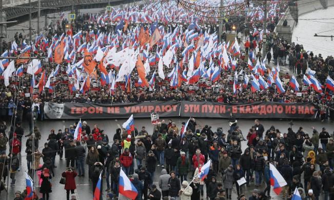 Хиляди на шествието в памет на Немцов в Москва
