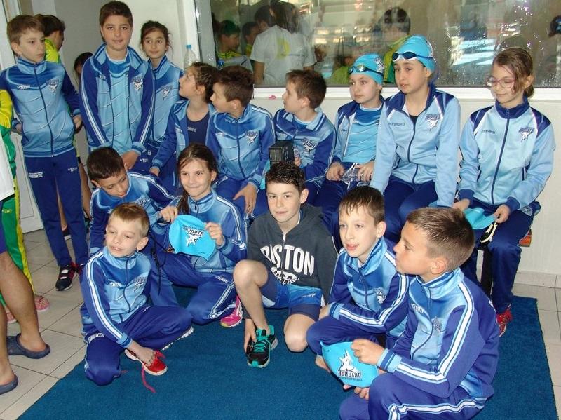 34 медала за бургаските Акули от турнира в Добрич