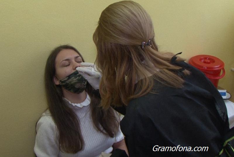 Близо 3 000 заразени с коронавирус за денонощие в страната