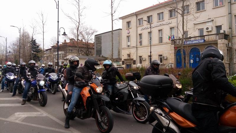 Над 1000 мотористи откриват сезона в Бургас