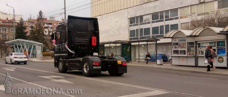Бургазлия тръгна към олтара с камион