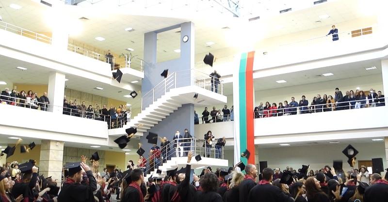 Бургаският свободен университет изпрати 300 висшисти