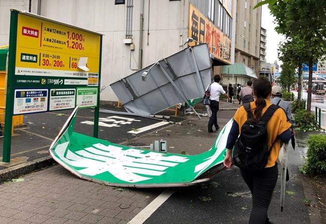 Мощен тайфун връхлетя Токио