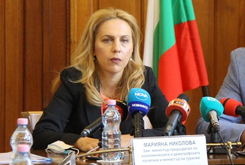 Марияна Николова: Българите сами спасихме летния сезон, ще има и ски сезон