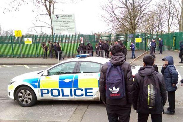 Вълна от бомбени заплахи във френски и британски училища