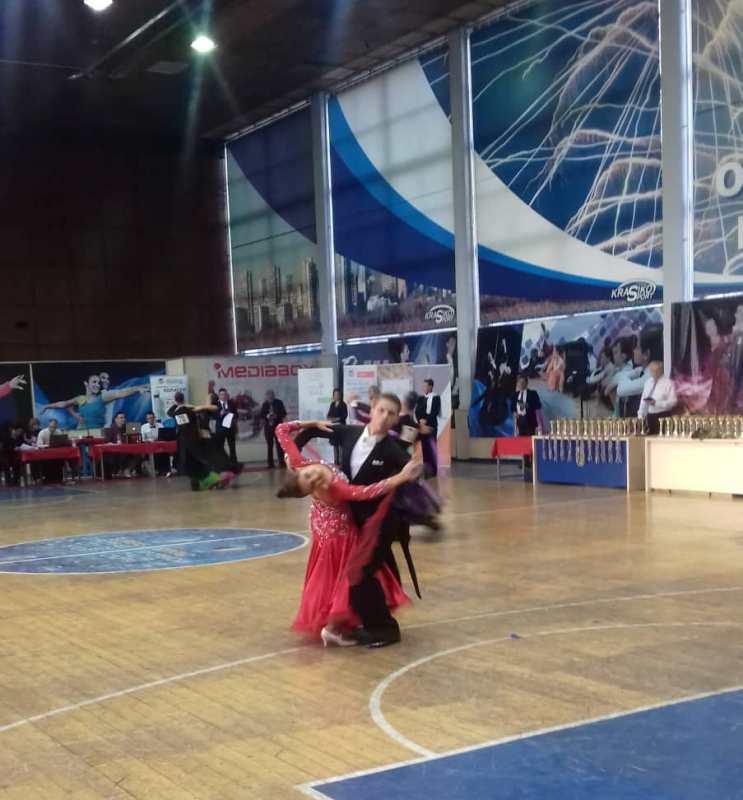 Грандиозно шоу за 40-годишнината на клуб по спортни танци Нефтохимик 78