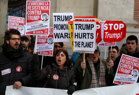 """Хиляди от цял свят се включиха в """"Женски марш"""" срещу Доналд Тръмп"""