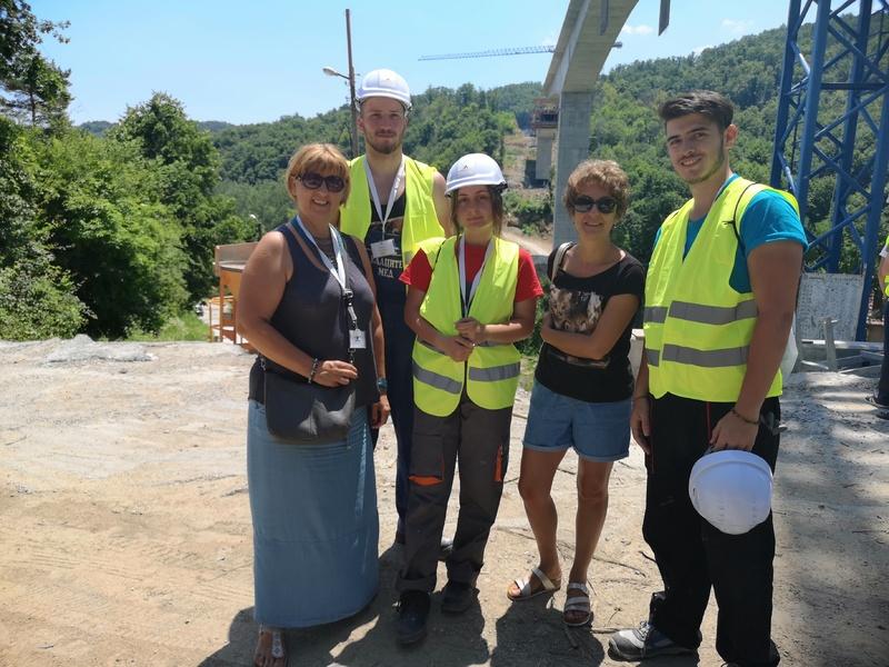 Бургаски ученици в първата лятна академия за млади строители