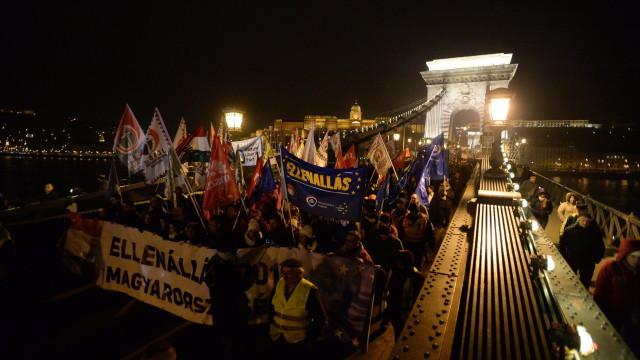 Стотици унгарци отново поискаха оставката на Виктор Орбан