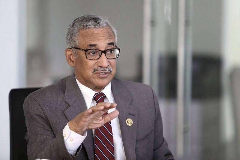 Американски конгресмен обвинен в сексуален тормоз