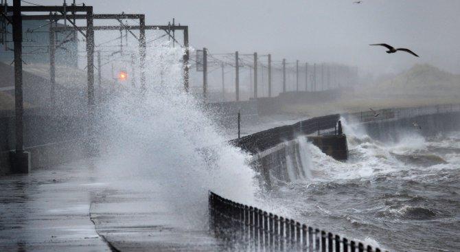 Бурята Офелия удари Ирландия и взе жертва