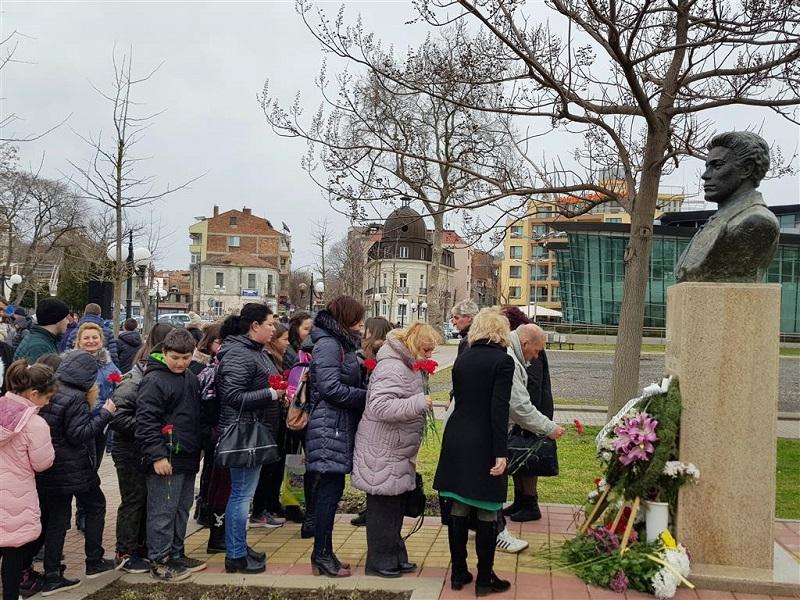 Поморие се преклони пред паметта на Левски