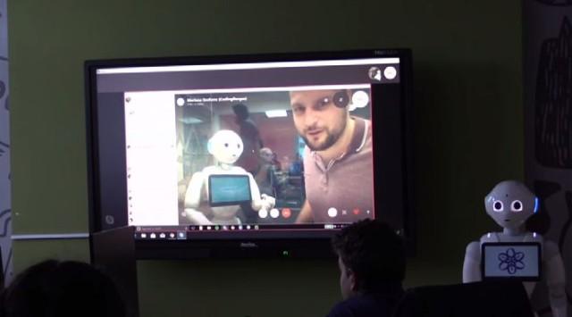 Обучават бургаски ученици как се програмира хуманоиден робот