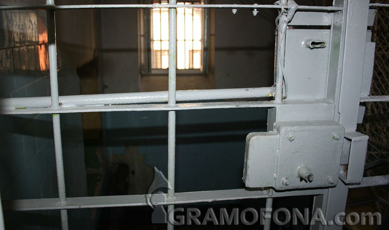 Шеф на ДАИ вкарал с възпитателна цел подчинените си за ден в затвора