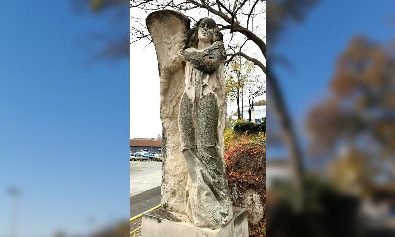 Коя е Ахавни - загадъчната красавица, увековечена до порта в Царево?