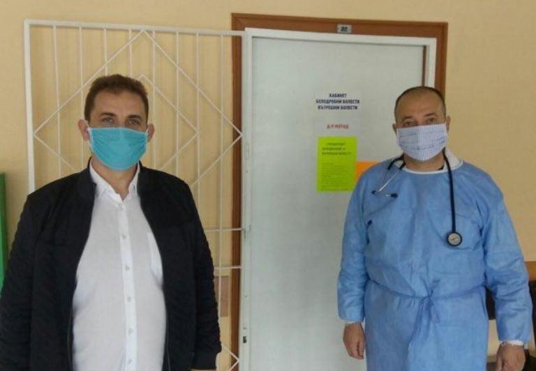 Депутатът от ДПС Севим Али дари хиляди маски за болниците в Бургас, Айтос и Руен