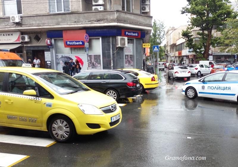 БМВ блъсна млад мъж на възлово кръстовище в Бургас