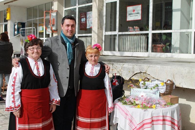 Днес в Царево: Подаряваш детска книга и получаваш ръчно изработена мартеница