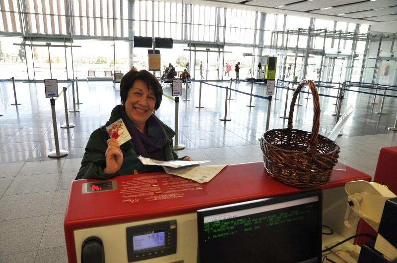 Мартеници за здраве и късмет зарадваха пътниците на морските летища