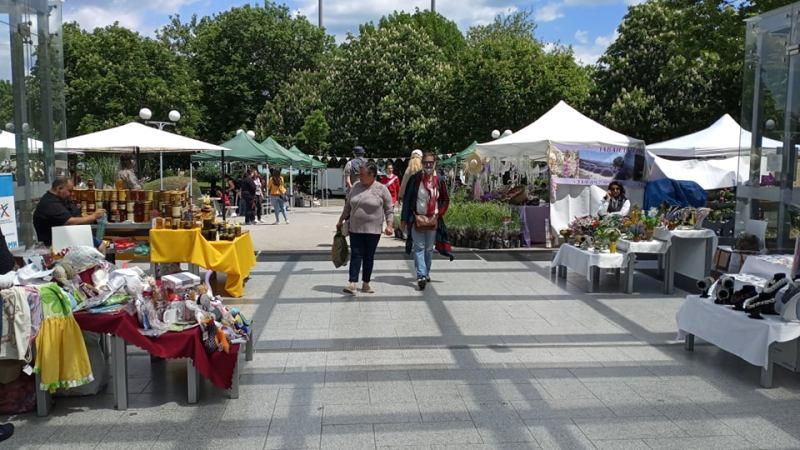 Флората в Бургас се оживи, не пропускайте първия за годината базар
