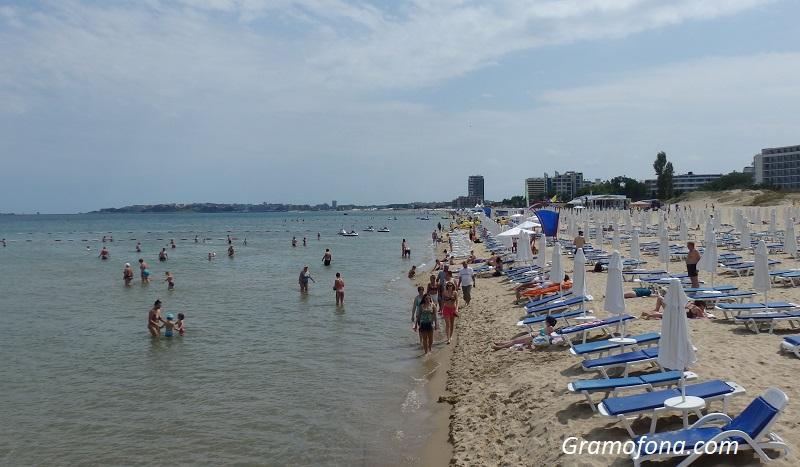 В следващите 3 години чадърите и шезлонгите на плажа да са безплатни искат хотелиери