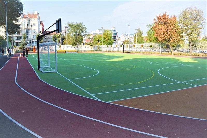 Училищните дворове стават спортни зони в извънучебно време