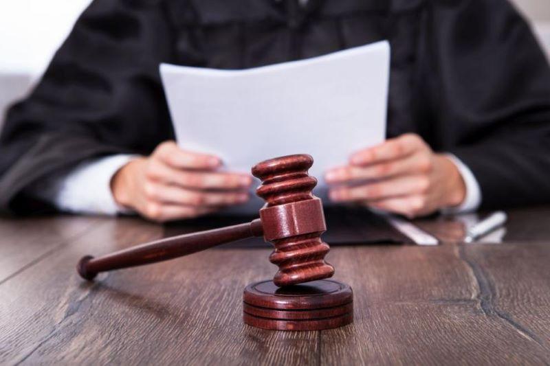 Съдът решава да заличи ли партия