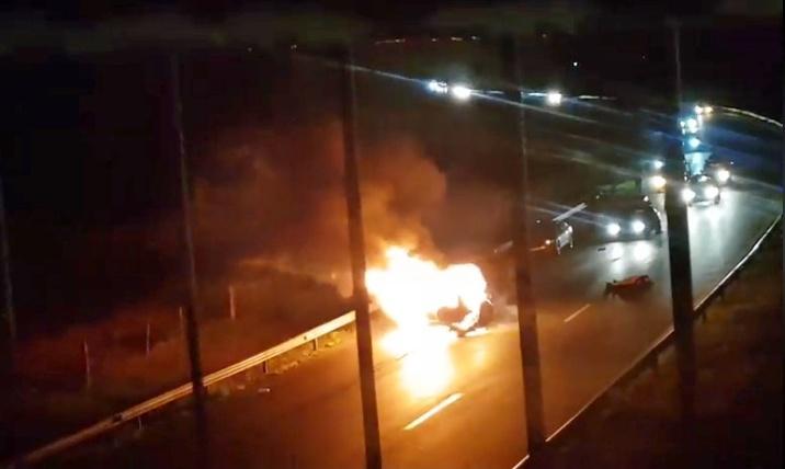 Автомобил пламна като факла до Ветрен