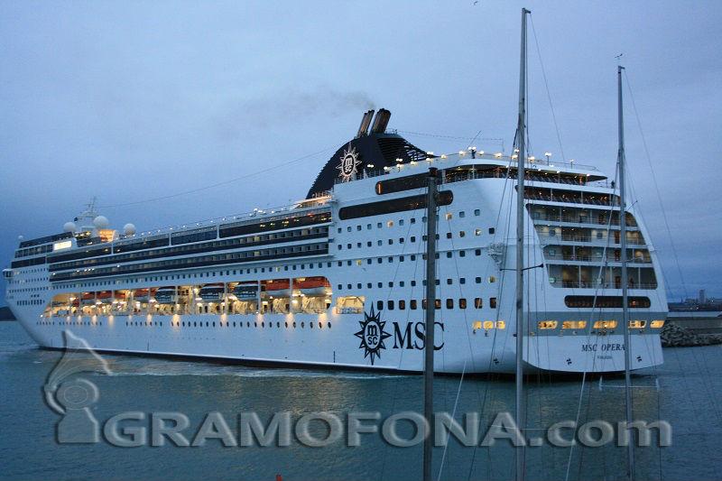 Идвал в Бургас лайнер катастрофира във Венеция, има ранени (ВИДЕО)