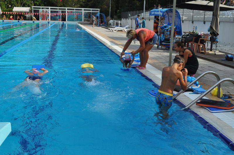 30 бургаски деца станаха плувци