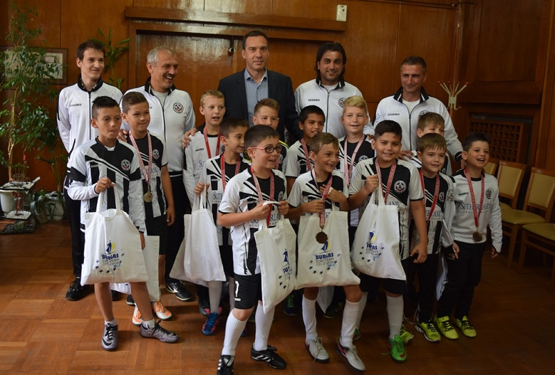 Димитър Николов награди малки футболисти и вицешампион по канадска борба
